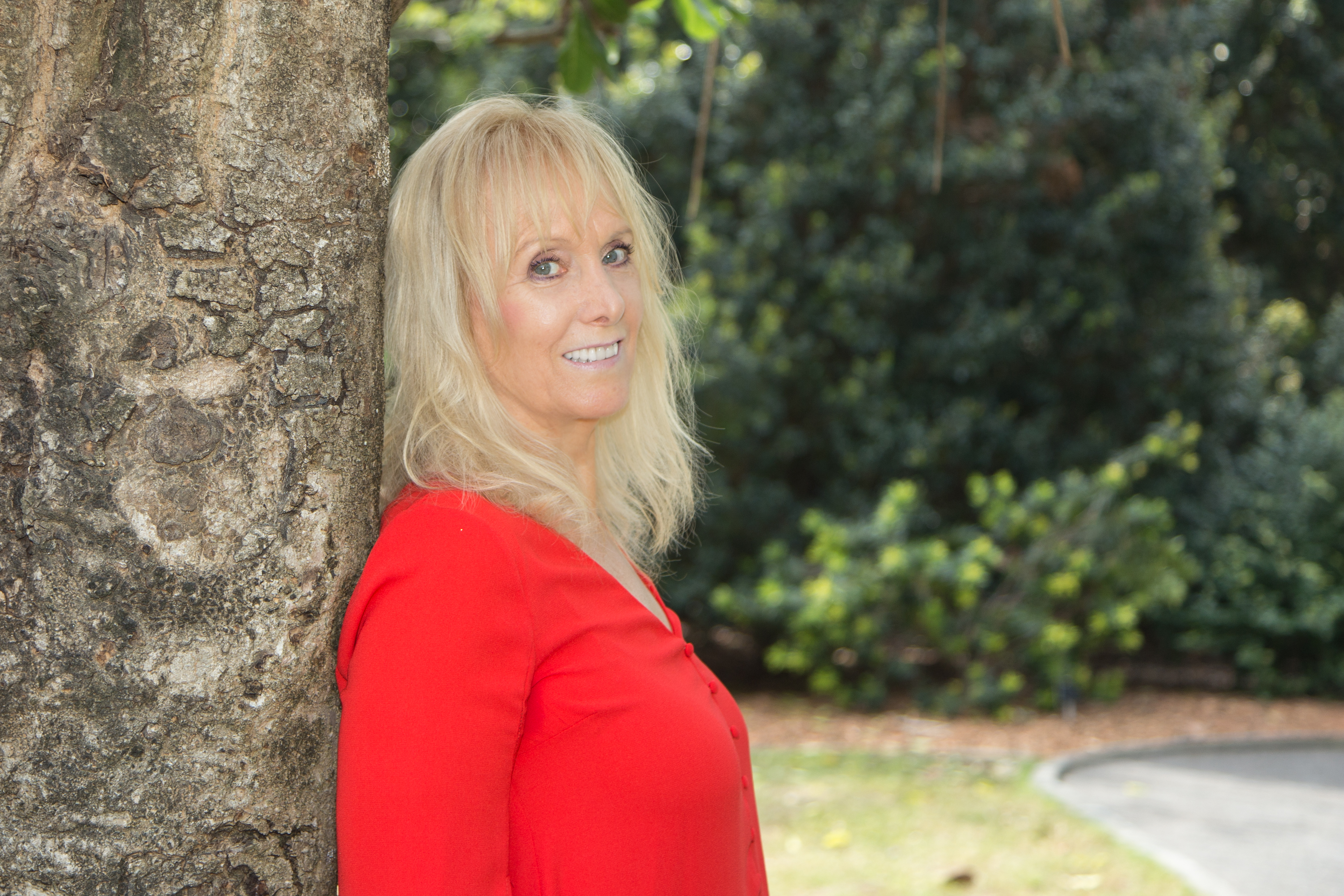 Lynne Cutler - Intuitive Energy Healer,  Intuitive Psychic Medium, and Author and Meditation Educator